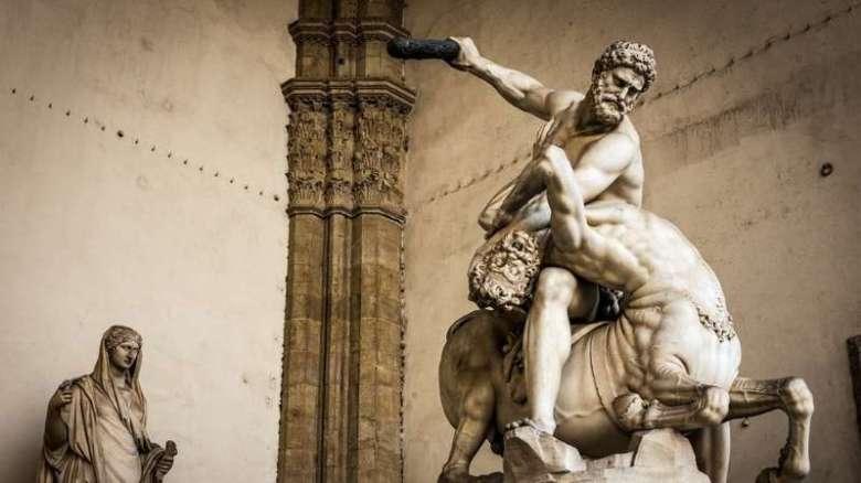 Hércules, da mitologia grega, tinha força sobrehumana muito antes do Hulk