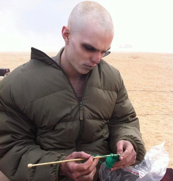 Nicholas Hoult nos bastidores de Mad Max: Estrada da Fúria